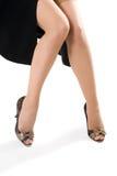 Sexy vrouwenbenen in zwarte schoenen Royalty-vrije Stock Afbeelding