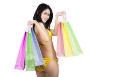 Sexy vrouwenholding het winkelen geïsoleerde zakken stock foto