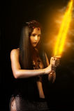 Sexy vrouwenstrijder met brandzwaard Stock Foto's