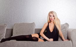 Sexy woman on couch Royalty Free Stock Photography