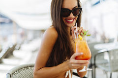 Sexy woman drinking cocktail in summer Stock Photography