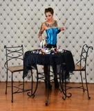 woman pouring bubblegum tea Royalty Free Stock Images