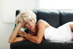 Sexy woman on sofa Royalty Free Stock Photography