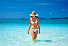 Free Sexy Young Woman In Straw Hat And White Bikini On Tropical Paradise Beach. Stock Images - 184223224
