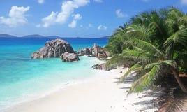 Seychellen-idyllischer tropischer Strand stockfotos