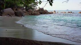 seychelles Isola di Praslin Vista di stupore della natura dell'isola situata nell'Oceano Indiano Puntello roccioso tropicale stock footage