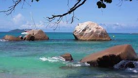 Seychelles Praslin wyspa Piękny widok kamienisty wybrzeże wyspa lokalizować w oceanie indyjskim Turystyka, relaksuje zbiory