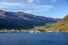 Seydisfjordur Island sikt från havet Royaltyfri Foto
