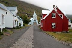 Seydisfjordur stad i Island. Arkivbilder