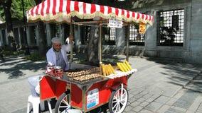 Seyyar satıcı, gatuförsäljare istanbul i kalkon Arkivfoton
