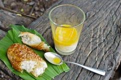 Sezamowy chleb z miękkiej części gotowanym jajkiem Fotografia Royalty Free