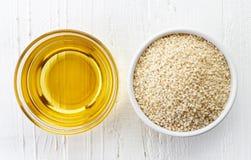 Sezamowy nasieniodajny olej i sezamowi ziarna Obrazy Stock