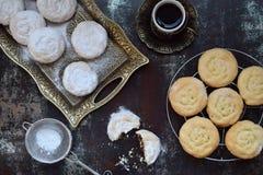 Sezamowy shortbread z daktylowym farszem wschodni ciastko środek Eid i Ramadan dat cukierki Kahk Arabska kuchnia kosmos kopii obraz royalty free