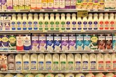 Sezione della latteria del supermercato Fotografia Stock