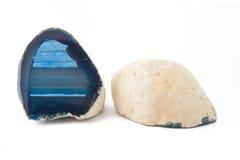 Sezione di un geode bianco e blu immagine stock