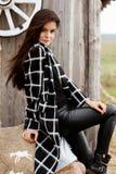 Sezon i ludzie pojęć - jesieni szczęśliwa dziewczyna portret Plenerowa piękno portreta kobieta, moda model, ładna dziewczyna, uli fotografia stock