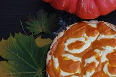 Sezonowy pieczenie chińska pasztetowa dyniowa restauracja Mąka w pucharze Nalewa mąkę Przygotowania dla gotować, jesień czas obrazy royalty free
