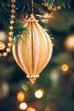 Sezonowy tło z bożymi narodzeniami bawi się na drzewie Świętowanie zdjęcia royalty free