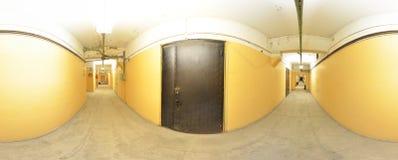 Sfärisk övergett gammalt smutsigt korridorrum för panorama insida i byggnad Mycket 360 vid 180 grad i equirectangular projektion Arkivfoto