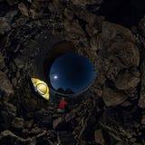 Sfärisk panorama 360 180 av mannen på tältet på stenstranden på shor Fotografering för Bildbyråer