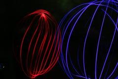 Sfäriskt elektromagnetiskt utsläpp för röda jordklotblått Fotografering för Bildbyråer