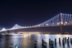 SF奥克兰海湾桥梁在晚上 图库摄影