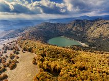 Sf Ana Lake près de Baile Tusnad Roumanie photographie stock