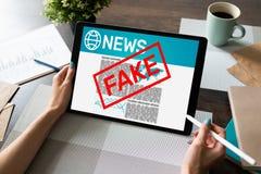 Sfa?szowanego wiadomo?ci manipulacji TV Medialnego dezinformacja technologii Gazetowy Biznesowy Internetowy poj?cie fotografia royalty free