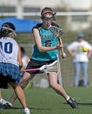 Sfera allentata di Lacrosse delle ragazze Fotografia Stock