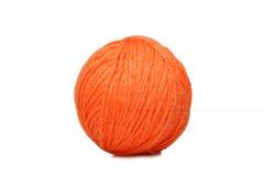 Sfera arancione del filato sopra bianco Fotografia Stock