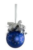 Sfera blu con le stelle d'argento isolate Immagine Stock
