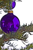 Sfera blu dell'albero di Natale immagini stock libere da diritti