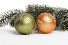 Sfera dell'albero di Natale con la filiale dell'abete Immagine Stock Libera da Diritti