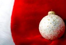 Sfera dell'ornamento dell'argento di nuovo anno di natale della decorazione immagini stock libere da diritti