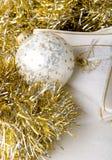 Sfera dell'ornamento dell'argento di nuovo anno di natale della decorazione immagine stock