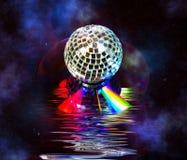 Sfera della discoteca sopra il CD di musica nello spazio Fotografia Stock