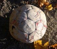 Sfera di calcio faticosa Fotografia Stock