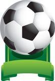 Sfera di calcio su visualizzazione verde Immagini Stock Libere da Diritti