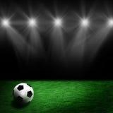 Sfera di calcio sul prato inglese dello stadio Fotografia Stock Libera da Diritti