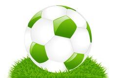 Sfera di calcio verde su erba Fotografia Stock Libera da Diritti