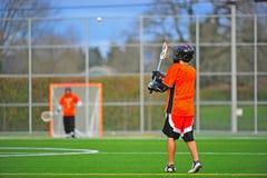 Sfera di cattura del giocatore di Lacrosse Fotografia Stock Libera da Diritti