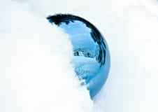 Sfera di cristallo blu Fotografia Stock Libera da Diritti