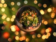 Sfera di cristallo di Natale Fotografie Stock Libere da Diritti