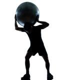 Sfera di forma fisica della holding di allenamento dell'uomo Fotografia Stock Libera da Diritti