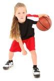 Sfera di gocciolamento del giocatore di pallacanestro del bambino della ragazza Fotografia Stock