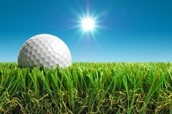 Sfera di golf al sole Fotografie Stock