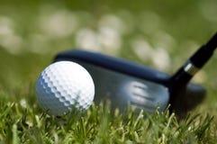 Sfera di golf e driver 1 Fotografie Stock Libere da Diritti