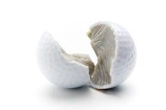 Sfera di golf rotta Fotografia Stock Libera da Diritti
