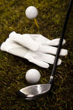 Sfera di golf sul T in driver fotografia stock libera da diritti