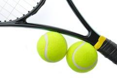 Sfera di tennis due sulla racchetta Fotografie Stock Libere da Diritti